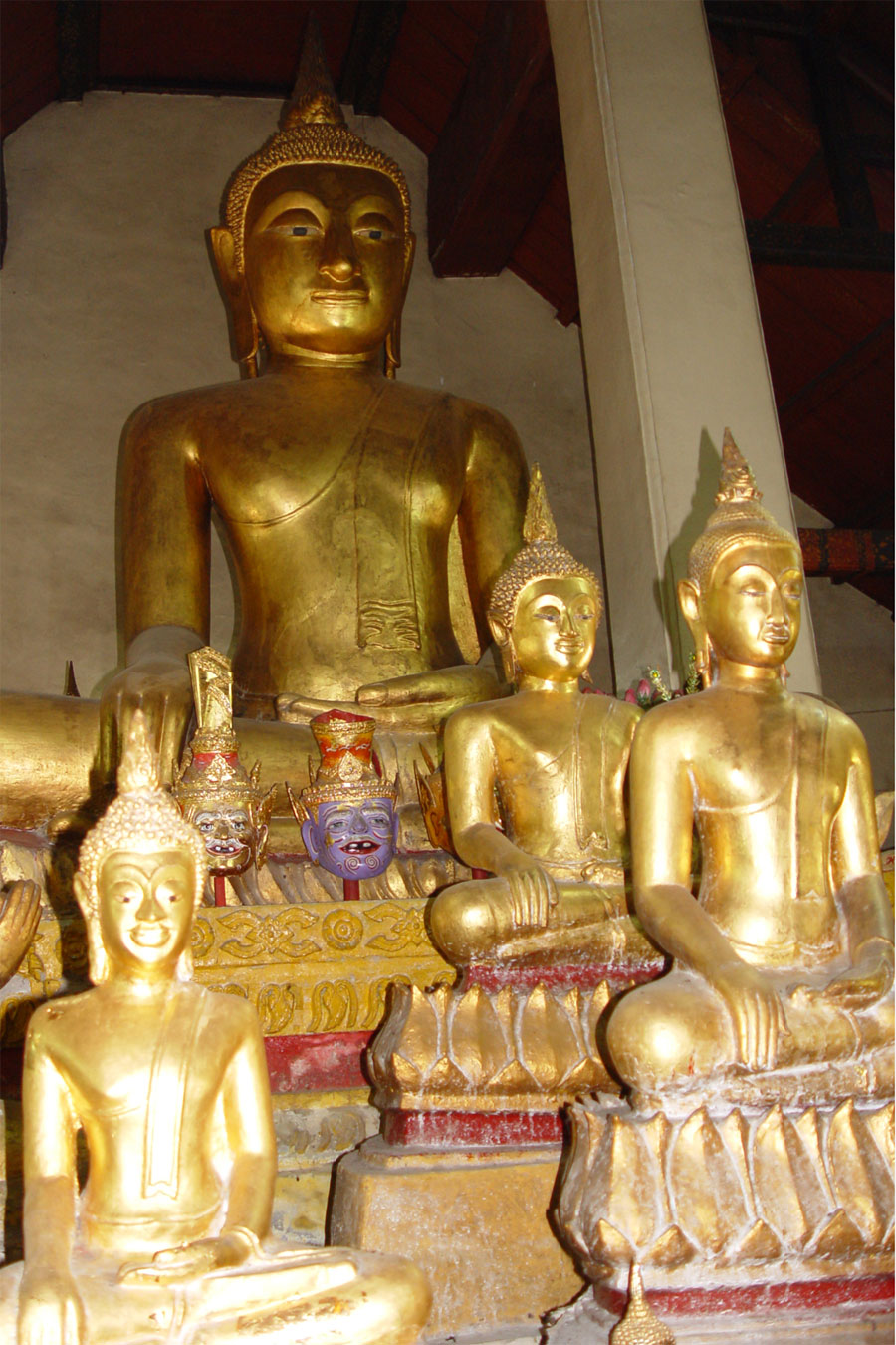Picture of sitting Buddhas