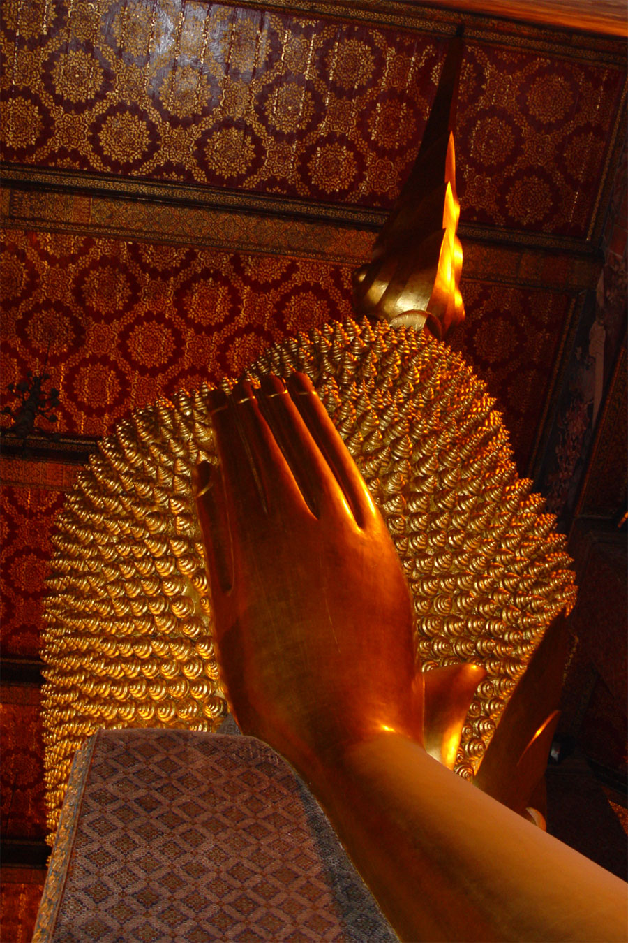 Picture of the back of the Reclining Buddha